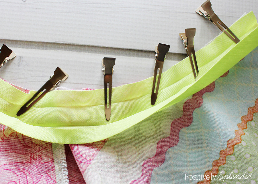 Terrific idea to use hair clips instead of pins when sewing bias tape!