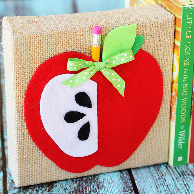 Positively Splendid Crafts: Adorable DIY Apple Bookends From Positively Splendid