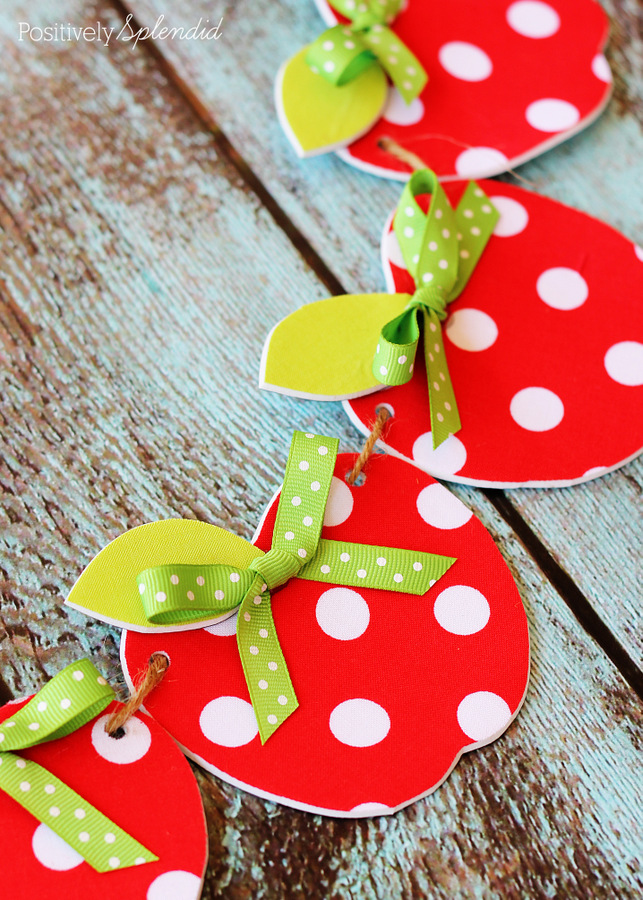 Easy no sew fabric apple garland for Apple decoration ideas