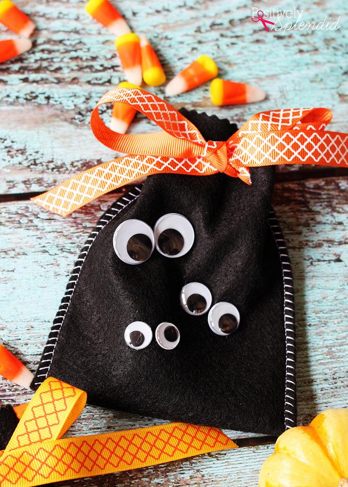Fun, easy Halloween craft idea: Googly Eye Halloween Treat Bags