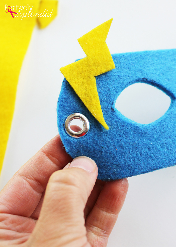 No-Sew Superhero Masks with Free Templates #MakeAmazing