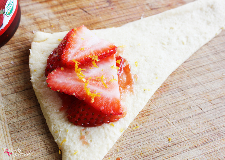 Strawberry dumpling recipe at Positively Splendid. So perfect for spring! #HEBMoms