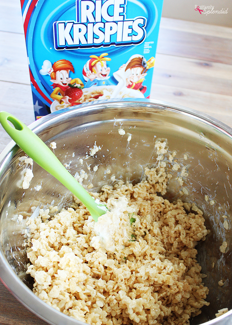 Santa Rice Krispies Treats - SO adorable and easy to make! #RiceKrispies