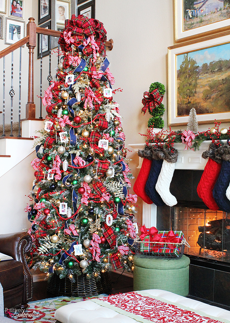 traditional plaid christmas tree decorations a holiday. Black Bedroom Furniture Sets. Home Design Ideas