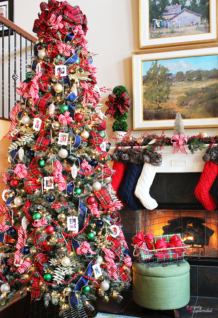 Traditional Plaid Christmas Tree Decorations - A holiday ...
