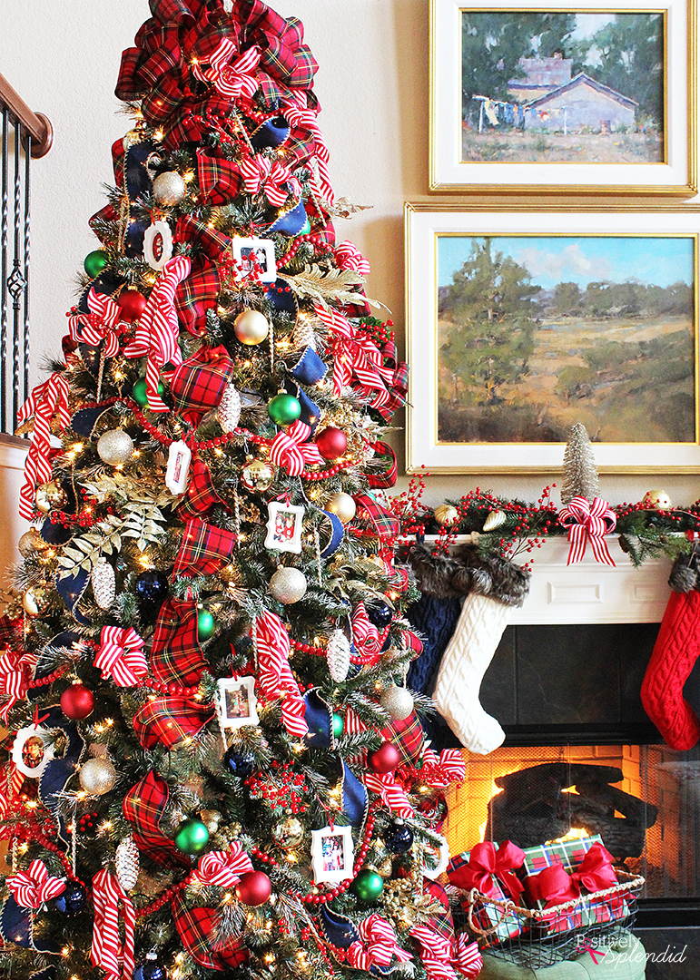 Love this this classic look! Traditional Plaid Christmas Tree at Positively Splendid #MichaelsMakers