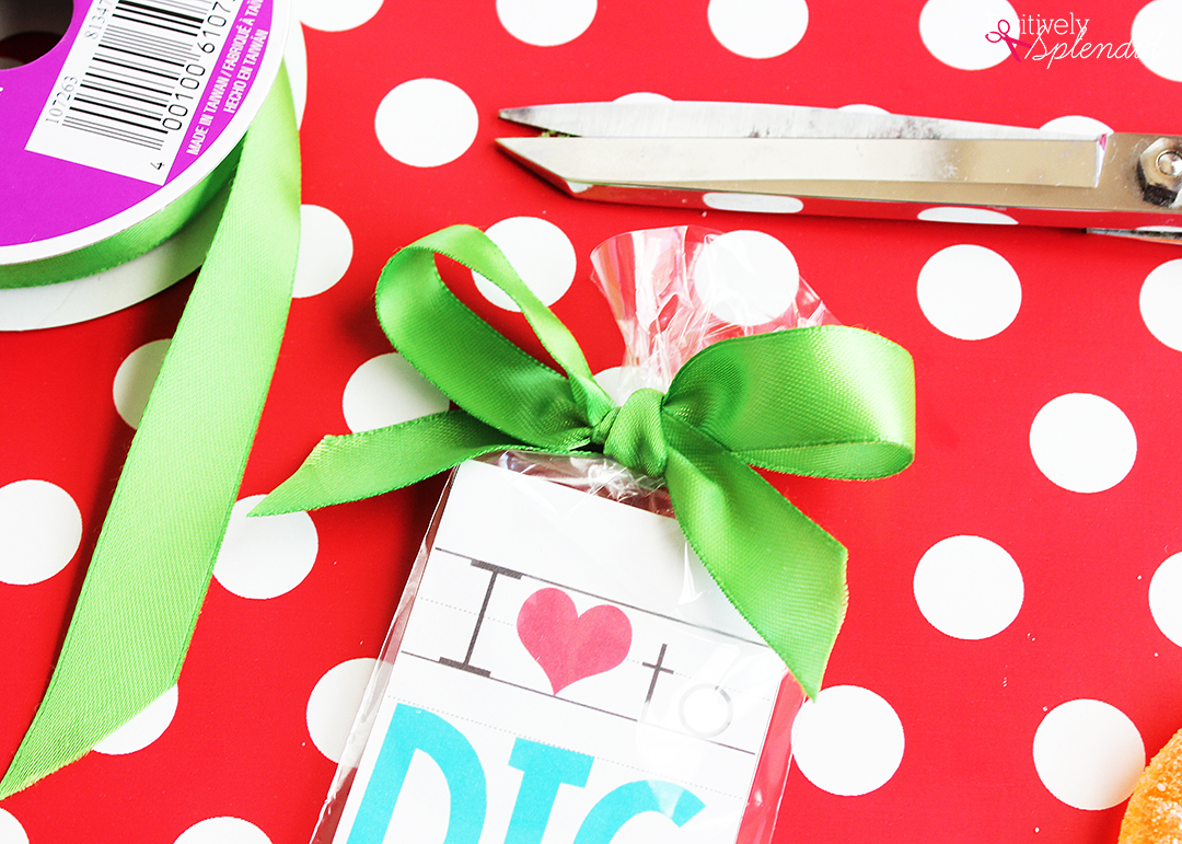 Valentine bookmark to color - Helpful Tip Instead Of Writing The To From Information On The Back Of The Bookmarks You Can Tie On Cute Gift Tags With The Ribbon Instead