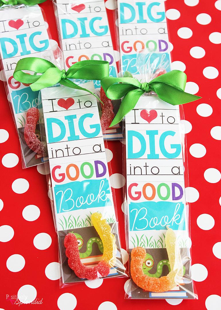 Classroom Valentine Ideas ~ Valentine bookmark printable just for bookworms