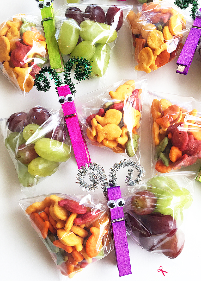 Such a fun edible craft idea for kids: Butterfly Snack Bags! These would be so fun for a party or classroom treat!