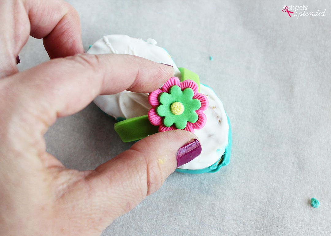 How to make Nutter Butter flip flops. Such a cute and easy idea for summer! #michaelsmakers