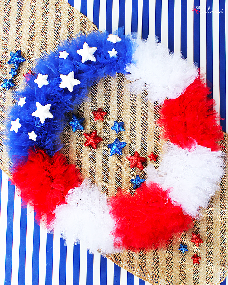 How to make a patriotic tulle wreath. Such a fun DIY wreath craft idea for July 4th, Memorial Day and more!