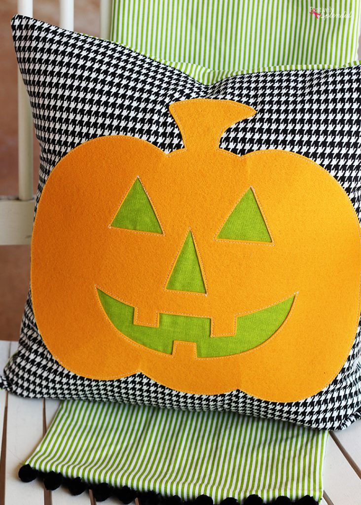 Jack-o-Lantern DIY Halloween Pillow Sewing Tutorial - An easy DIY Halloween decor idea!