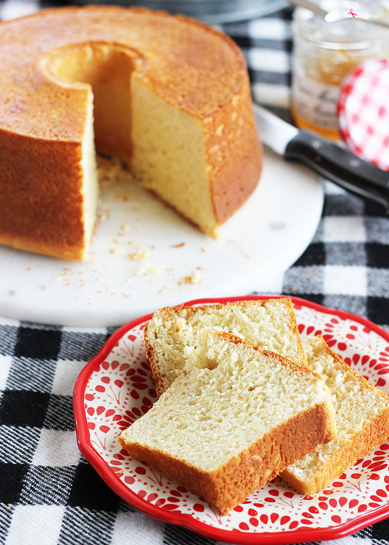 Sally Lunn Bread - A delicious and easy no-knead yeast bread