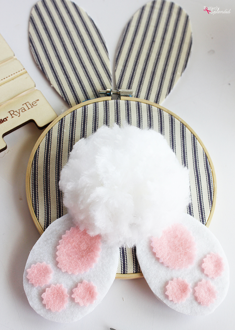 DIY Easter Wreath Idea: Embroidery Hoop Bunny