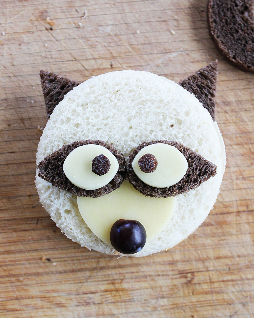 Tutorial for how to make raccoon sandwiches