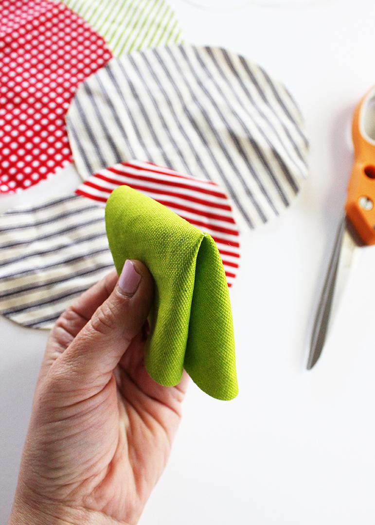 Fold fabric circle
