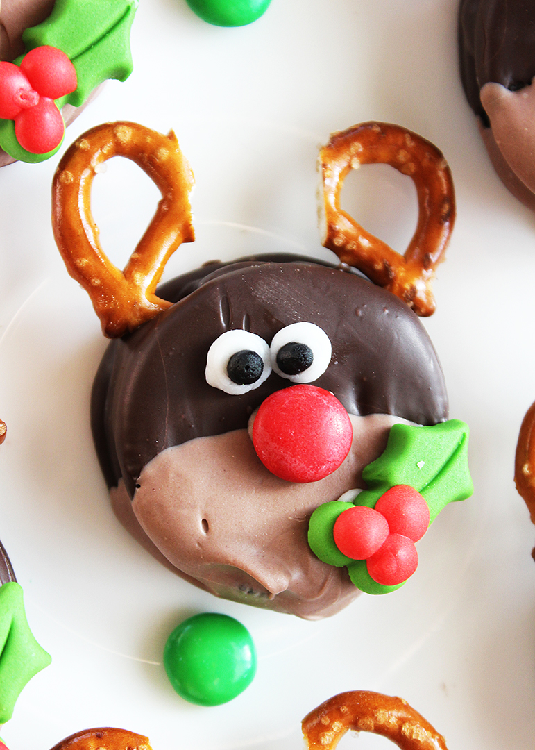 Adorable Rudolph Christmas Oreos Positively Splendid